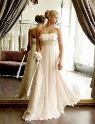 8c4e7e27 Empire kjoler til bryllup fås i mange variationer. Ligesom med A-snittet,  så prøv de forskellige modeller og find den rette type til dig, hvis du  ønsker at ...